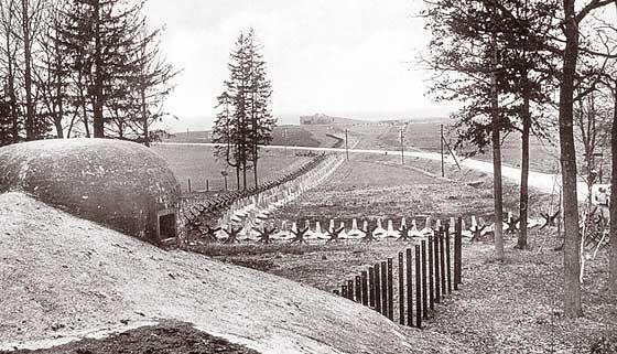Pevnostní linie od pěchotního srubu MO-S 18 Obora směrem na MO-S 19 Alej